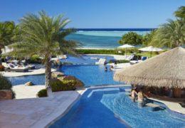 onb1_lifestyle_pool_0933